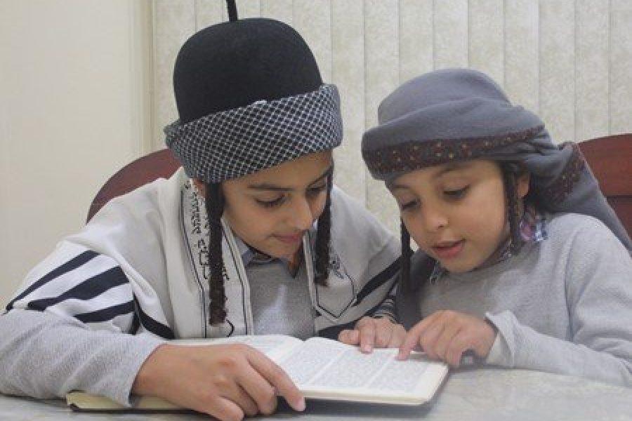 תמונה ילדים תימנים לומדים