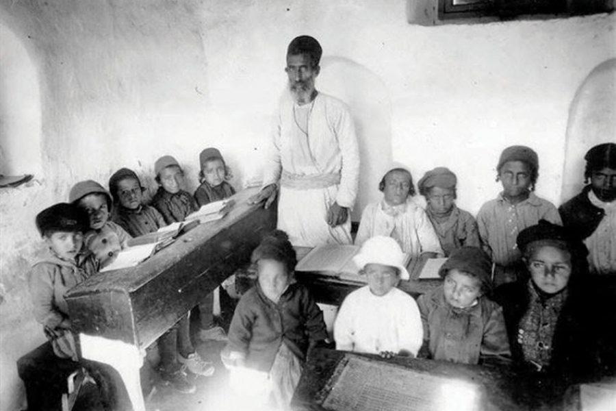 מורה ותלמידים בבית הספר התימני בכפר השילוח 1926 (PHKH1291703)