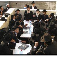 הרב שלמה קורח בכינוס לבני ישיבות בחצר ביתו | צילום: ארכיון המאורות